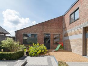 Woonst met handelsruimte op gelijkvloers en atelier op ca. 651m².  Gelegen langs invalsweg Veurne-Diksmuide, verbindingsweg naar de kust (slechts