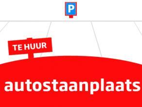 Autostaanplaats in centrum, gelegen op binnenkoer afgeschermd met sectionale poort. € 50 per maand
