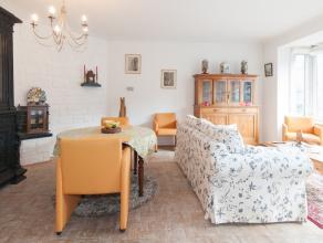 Dit 2 slaapkamer appartement ligt in het centrum van de stad vlakbij het bekende Marie-Joséplein. Het appartement heeft een ruime living met aa