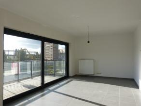 Dit appartement (124 m²) situeert zich op de tweede verdieping in het nieuwbouwproject 'Blaisantpark'. Via de leefruimte heeft men een breed en o