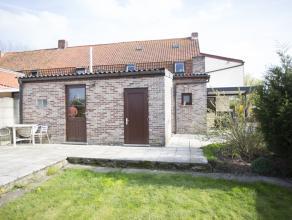 Ruime gezinswoning in centrum Wevelgem met 3 slaapkamers en landelijke zichten.   De woning is als volgt ingedeeld:  Het gelijkvloers bestaat uit e