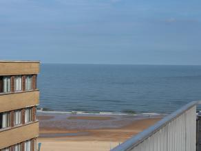 Modern ingericht dakappartement met zonneterras van 40m2 en zicht op zee. De keuken is volledig ingericht, badkamer heeft een douche en een lavabomeu