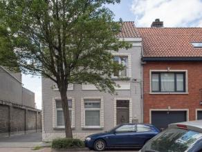 Gezellige woning op wandelafstand van het centrum van Brugge. Gerenoveerd met authentieke elementen, voorzien van 3 slaapkamers, 2 badkamers, ingerich