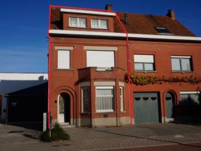 Deze bijzonder ruime woning met 3 slaapkamers nabij het centrum van Waregem omvat een ruime leefruimte en een prachtig aangelegde tuin. Er is een extr
