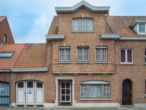 Ruime woning op 246m² met garage, 4 slaapkamers en zonnige tuin. Gelegen in het centrum van Sint-Kruis, op wandelafstand van Brugge en vlakbij bu