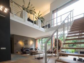 Recente moderne villa in residentiële buurt met een loft-gevoel op 2.179m². <br /> <br /> Het gelijkvloers beschikt over een ruime inkomhal