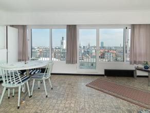 Deze studio is gelegen in het centrum van Oostende en bevindt zich op de tiende verdieping. Dankzij de centrale ligging bevindt men zich op enkele wan
