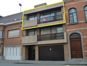 Zeer goed onderhouden ruim appartement met 2 slaapkamers Ligging is vlakbij het station van Roeselare  Het appartement (>100m²) heeft volge
