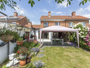 Gezellige woning met 3 slaapkamers, garage en tuin in Wevelgem.  De woning is als volgt ingedeeld: Inkomhal met gastentoilet. Vervolgens komt u in