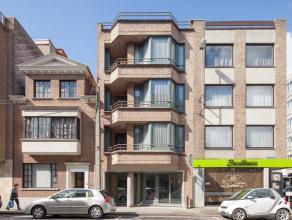 Dit knus appartement op wandelafstand van de winkelstraat van Roeselare en met zicht op sint-amandsplein bevat :   - Inkomhal  - Apart toilet  - K