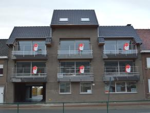 Nieuw appartement met 2 slaapkamers.<br /> <br /> Het appartement heeft volgende indeling:<br /> > inkom<br /> > apart toilet met handwasser<br