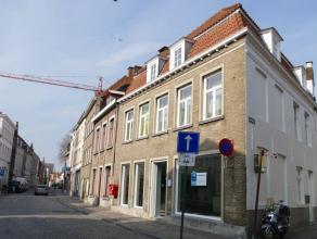Volledig gerenoveerd kantoorruimte in het centrum van Brugge, nabij de Katelijnepoort.<br /> <br /> Bestemming: kantoor/handel (uitgesloten: caf&eacut
