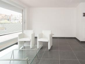 Appartement in moderne nieuwbouw - eerste bewoning - nabij het centrum van Oostende op wandelafstand van zee en de Koninginnelaan. Alle handelszaken i