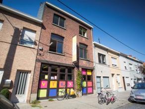 Dit gebouw is centraal gelegen te Kortrijk. Het gaat over de buurtschool V-Tex. Het gebouw brengt vele mogelijkheden en biedt heel wat werkruimte. Er