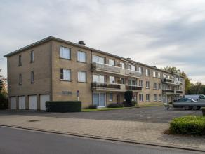 Interessant gerenoveerd gelijkvloers appartement (oppervlakte 65 m²) inclusief garage en staanplaats. Ideaal als investering.  INDELING  * Gelijk