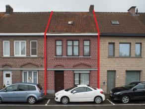 Leuke, te renoveren stadswoning in het centrum van Oudenaarde.<br /> <br /> INDELING<br /> gelijkvloers: inkomhal, woonkamer met eetplaats, aparte keu