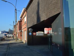 Zeer lichtrijk appartement te huur vlakbij het centrum van Roeselare! Zeer gunstige ligging!   Het appartement omvat: Gelijkvloers: inkom met vest