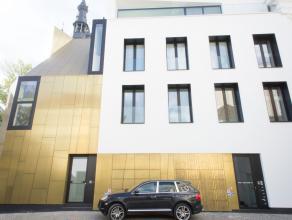 Zeer exclusieve eigendom te huur in hartje Kortrijk. Deze volledig nieuwe woning werd opgetrokken met zeer hoogwaardige materialen en bijzonder veel o