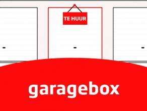 Garage met kantelpoort. Gelegen te Izegem, Lindestraat.