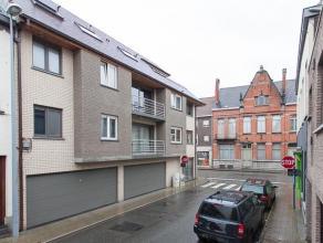 Modern nieuwbouwappartement op de tweede verdieping van een kleine, rustige residentie.<br /> <br /> Appartement omvat:<br /> - inkom met apart toilet
