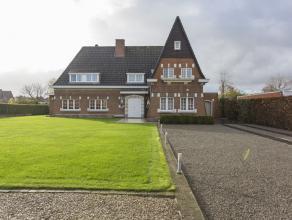 Deze villa met bouwjaar 1960 werd gerenoveerd in 2003. Een orangerie werd aangebouwd met een volledige nieuwe keuken.<br /> De eigendom beschikt over