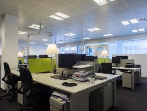 Kantoren (220m²), op een schitterende ligging die bereikbaarheid met zichtbaarheid combineert. <br /> <br /> Voorzieningen:<br /> - Kantoren voll