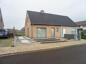 De woning (bouwjaar 2009) is gelegen in een rustige en kindvriendelijke buurt in een nieuwe verkaveling.<br /> <br /> INDELING<br /> <br /> Gelijkvloe
