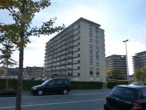 Zeer lichtrijk hoekappartement op 4de verdieping.<br /> De eigendom beschikt over een ideale bereikbaarheid: vlakbij het trein- en busstation van Dend