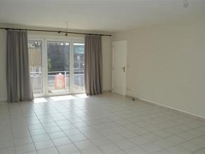 Zeer ruim en centraal gelegen appartement!<br /> <br /> Het is gelegen vlakbij het centrum van Roeselare en dichtbij bushalte, winkels, bank, etc..<br