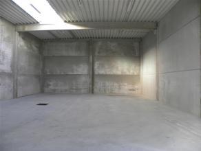 Nieuwbouw KMO-unit van 216m² gelegen aan de vaart te Roeselare met een vrije hoogte van 5,5m. Volledig afgewerkt met kwalitatief hoogstaande mate