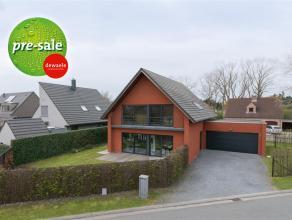 Deze moderne en ruime villa werd gebouwd (2006) met kwaliteitsvolle materialen met oog voor detail. De grondoppervlakte bedraagt 633 m².<br /> De