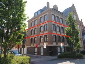 Lichtrijk, modern en kwalitatief hoekappartement op de tweede verdieping in de Maloulaan te Ieper. Uiterst goed gelegen nabij winkels, openbaar vervoe