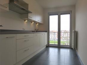 Dit lichtrijk,gerenoveerd en erergiezuinige appartement met een moderne toets is gelegen aan de Groendreef in Gent.<br /> <br /> Je komt binnen in via