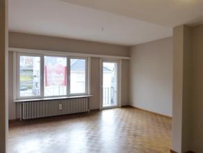 Aangenaam en rustig gelegen appartement (66 m²) met een slaapkamer aan de rand van Gent. Via de leefruimte heeft men het prachtige zicht op de Si