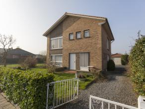 Dit huis gelegen in de Zwaluwenlaan te Kortrijk geniet van een goede en centrale ligging. De woning beschikt over drie slaapkamers, een goede ori&euml