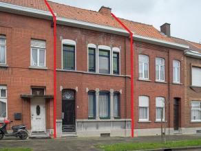 Op te frissen, karaktervolle woning in het centrum van Ronse. Voorzien van 2 slaapkamers, mogelijkheid om uit te breiden tot 4 ruime volwaardige slaap