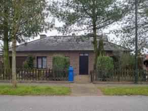 Centraal gelegen open bebouwing met zonnige tuin in een rustige woonwijk vlakbij centrum Waarschoot<br /> <br /> Indeling:<br /> Inkomhal, gezellige l