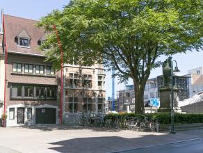 Perfect gesitueerd in het centrum van Kortrijk vindt u deze aangename burgerwoning.<br /> Dit huis ligt aan het schouwburgplein, nabij het station, wi