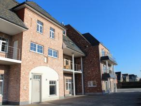 Centraal gelegen appartement op 1e verdieping met 2 slaapkamers en 2 terrassen (voor -en achteraan). <br /> Het appartement beschikt over een lichtrij