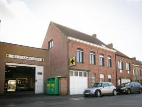 ONDERWERP<br /> Woning met bedrijfsgebouw op 788 m² grond op invalsweg van Ieper. <br /> <br /> INDELING<br /> - Woning met 4 slaapkamers, moment