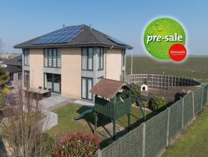 Deze moderne villa (bwjr. 2003) met zon gerichte tuin staat op een oppervlakte van 687 m².  Deze eigendom is rustig gelegen in villawijk aan de r