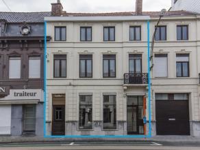 Op goede locatie gelegen aan verbindingsweg naar het centrum van Kortrijk :<br /> Uniek geheel pand bestaande uit een handelsruimte op de gelijkvloers