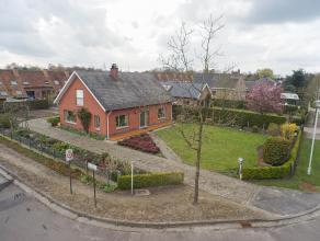 Deze alleenstaande woning dateert van 1971 en geniet een grondopp. van 933 m².<br /> <br /> Dit huis is gelegen nabij het centrum van Sint-Denijs
