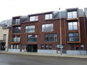 Dit op 1ste verdieping gelegen nieuwbouw appartement heeft een tijdloze architectuur met oog voor klasse en is afgewerkt met kwaliteitsmaterialen. Ins