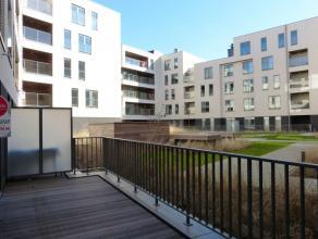 Dit nieuwbouwappartement is gelegen in het nieuwbouwproject 'Bellevuekaai', dichtbij de Viaduct in Gent. Dit zorgt niet alleen voor een perfecte aansl