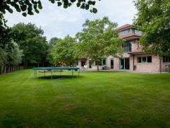 Uniek aanbod: een moderne en recente villa met veel troeven !  De villa is gelegen in het residentiële en vlot bereikbare De Pinte en biedt u n