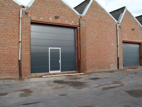 Opslagruimte/atelier van ca. 125m² in Roeselare-Rumbeke.<br /> <br /> Specificaties:<br /> - elektrische sectionale poort <br /> - vrije hoogte: