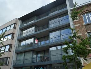 Prachtig en klassevol appartement in de winkelstraat van Roeselare.<br /> <br /> Dit ruime appartement op de tweede verdieping ligt in een rustige res