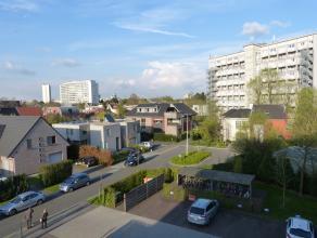 Dit ruime appartement is gelegen op wandel afstand van station Gent-Sint-Pieters en het recreatiedomein de Blaarmeersen.<br /> Op het einde van een do