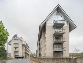 """Instapklaar appartement met garage en zuidgericht terras in Residentie """"De Kleine Bassin""""!<br /> <br /> INDELING:<br /> <br /> Inkomhal met indirecte"""